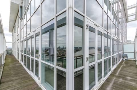 Balcony in E14