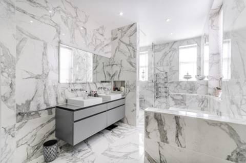 En Suite Shower Room in WC1N