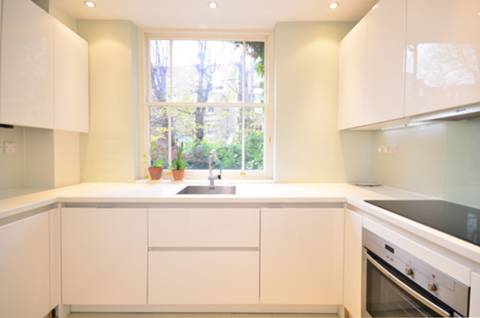 <b>Kitchen</b><span class='dims'> 10'3 x 8'3 (3.12 x 2.51m)</span>