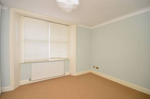 <b>Second Bedroom</b><span class='dims'> 13'9 x 11'2 (4.19 x 3.40m)</span>