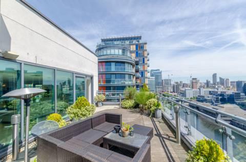 Roof Terrace in E14