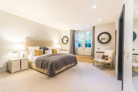 Master Bedroom in W1K