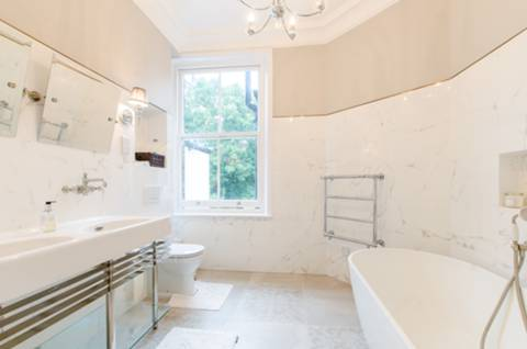 En Suite Bathroom in SW9