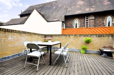 <b>Roof Terrace</b><span class='dims'> 15' (4.57m)</span>