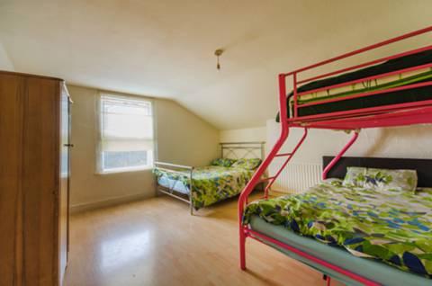 <b>Ninth Bedroom</b><span class='dims'></span>