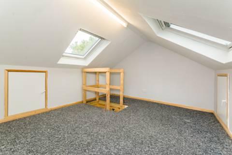 <b>Loft Room</b><span class='dims'></span>