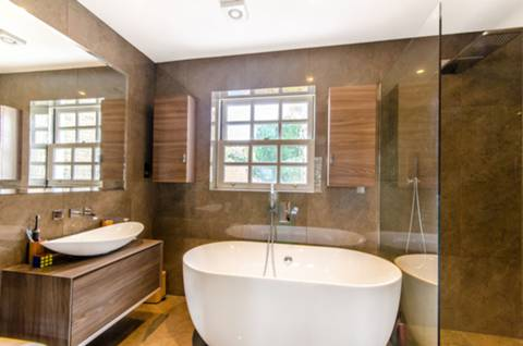 En Suite Bathroom in EN4