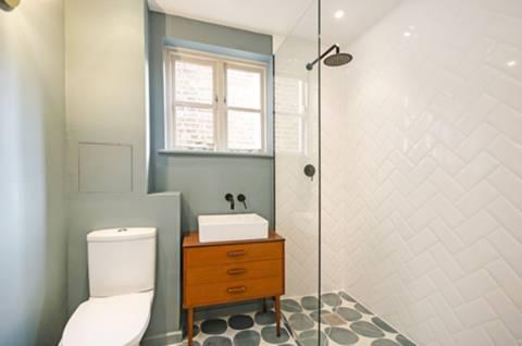 Shower Room in E9