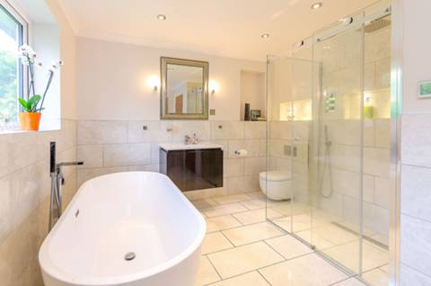 Bathroom in GU5
