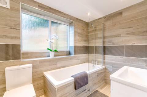 Bathroom in GU4