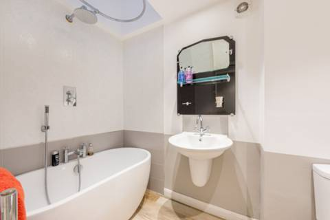 Bathroom in TW10