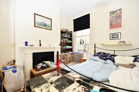 <b>Second Bedroom</b><span class='dims'> 10' x 10' (3.05 x 3.05m)</span>