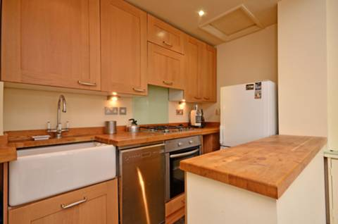 <b>Reception Room/Kitchen</b><span class='dims'> 21'6 x 19'6 (6.55 x 5.94m)</span>