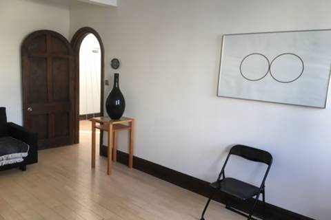<b>Reception Room</b><span class='dims'></span>