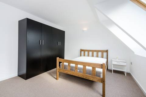 <b>First Bedroom</b><span class='dims'></span>