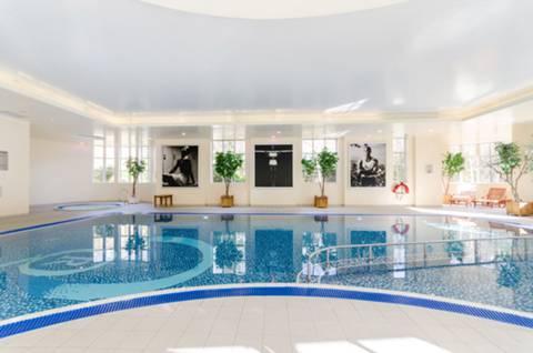 Communal Swimming Pool in TW9