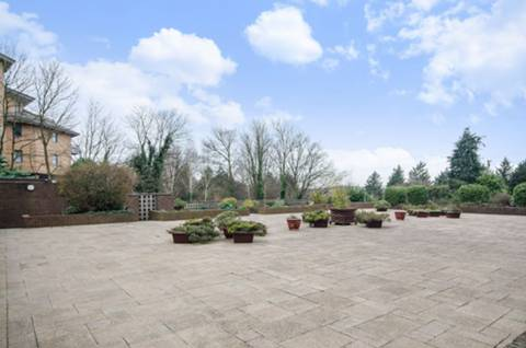 <b>Communal Gardens and Swimming Pool</b><span class='dims'></span>