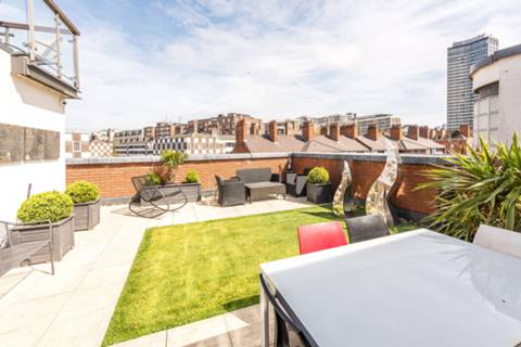 Roof Terrace in SW1P
