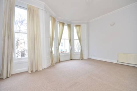 <b>Reception Room</b><span class='dims'> 17'6 x 16' (5.33 x 4.88m)</span>