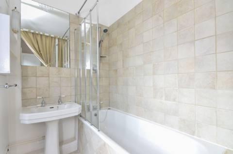 <b>En Suite Bathroom</b><span class='dims'> 6'6 x 6'6 (1.98 x 1.98m)</span>