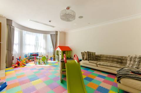 <b>Fourth Reception Room</b><span class='dims'></span>