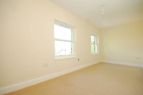 <b>Bedroom</b><span class='dims'> 18' x 8' (5.49 x 2.44m)</span>
