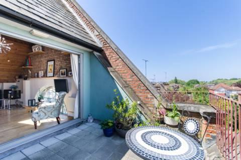 <b>Roof-Terrace</b><span class='dims'></span>