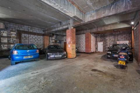 <b>Communal Parking Area</b><span class='dims'></span>