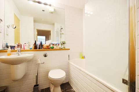 <b>Bathroom</b><span class='dims'> 7&#39;1 x 7&#39;1 (2.16 x 2.16m)</span>