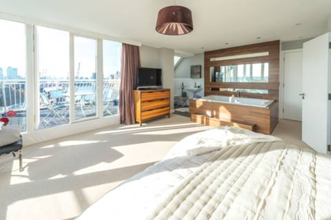 Master Bedroom in E16