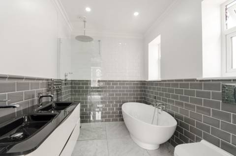 En Suite Bathroom in KT3