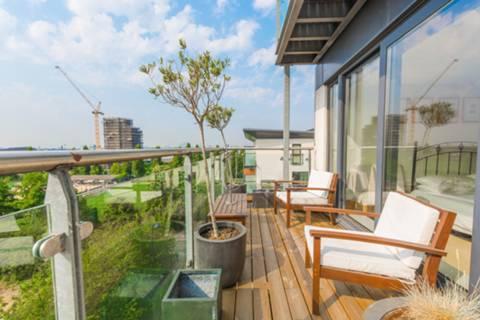 Terrace in E10