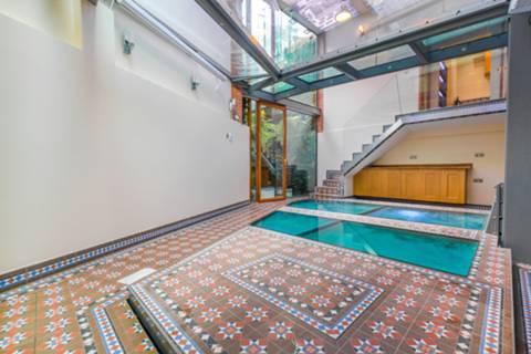 <b>Swimming Pool</b><span class='dims'></span>