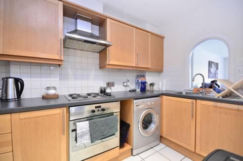 <b>Kitchen</b><span class='dims'> 12'3 x 6'1 (3.73 x 1.85m)</span>