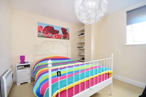 <b>Second Bedroom</b><span class='dims'> 12'6 x 10' (3.81 x 3.05m)</span>
