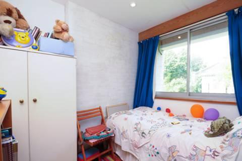 <b>Eighth Bedroom</b><span class='dims'></span>