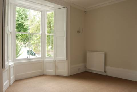 <b>Second Reception Room</b><span class='dims'> 15&#39; x 10&#39; (4.57 x 3.05m)</span>