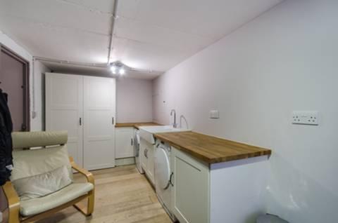 <b>Utility Room</b><span class='dims'></span>