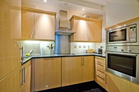 <b>Kitchen</b><span class='dims'> 9&#39; x 5&#39;9 (2.74 x 1.75m)</span>