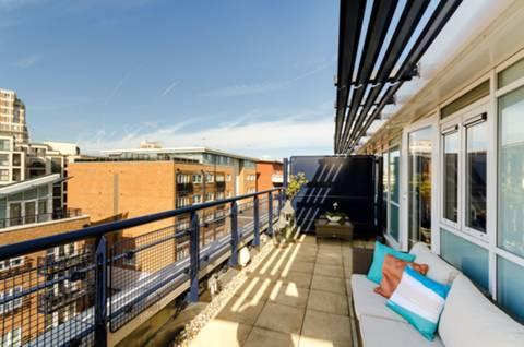 <b>First Terrace</b><span class='dims'></span>