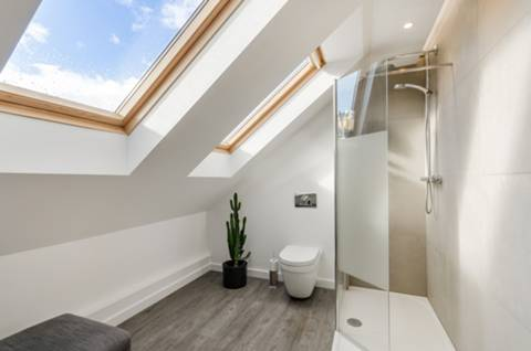 En Suite Shower Room in KT17
