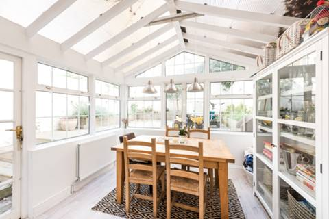 <b>Conservatory/Dining Room</b><span class='dims'></span>