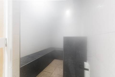 <b>Communal Sauna/Steam Room</b><span class='dims'></span>