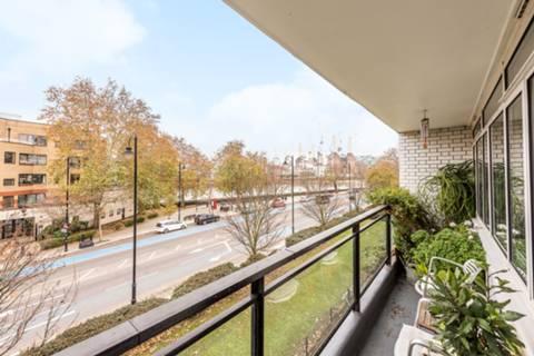 <b>Balcony</b><span class='dims'></span>