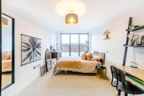 Master Bedroom in SE17