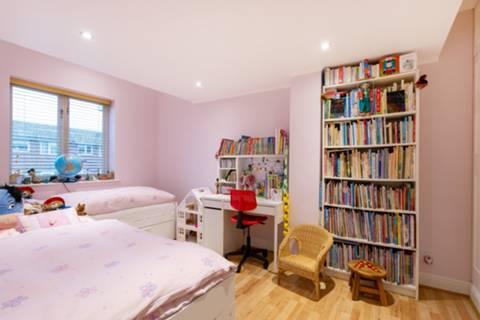<b>Fourth Bedroom</b><span class='dims'></span>