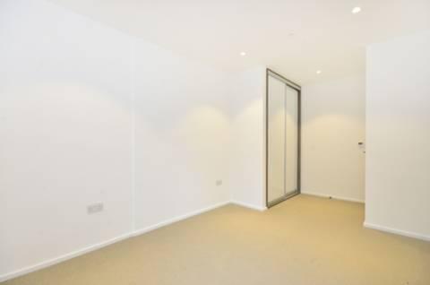<b>Bedroom</b><span class='dims'> 16'1 x 9'4 (4.90 x 2.84m)</span>