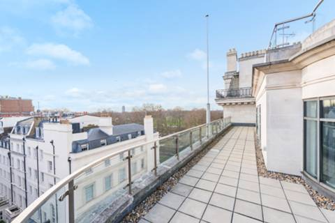 Roof Terrace in W1K