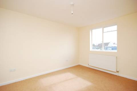 <b>Master Bedroom</b><span class='dims'> 13&#39;6 x 9&#39;6 (4.11 x 2.90m)</span>