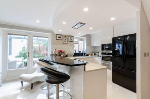 Kitchen in KT5